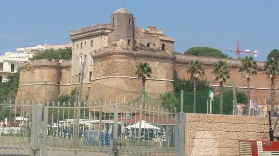 Borgo medievale di Nettuno: Il borgo, il porto e il cimitero Americano oltre al Santuario valgono la pena di essere visitati