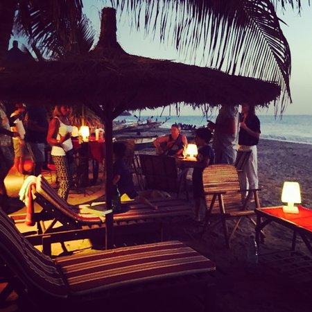 Nianing, Senegal: soirées sur la plage