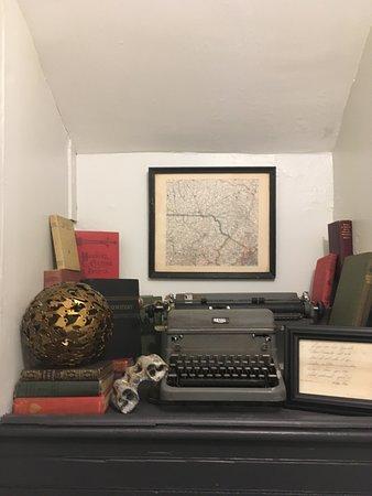 Fleischmanns, NY: An artistic corner on the stairwell