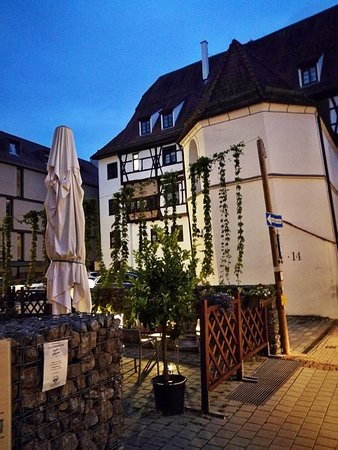 Ehingen, Allemagne : Evening view to the hotel and apartments nearby