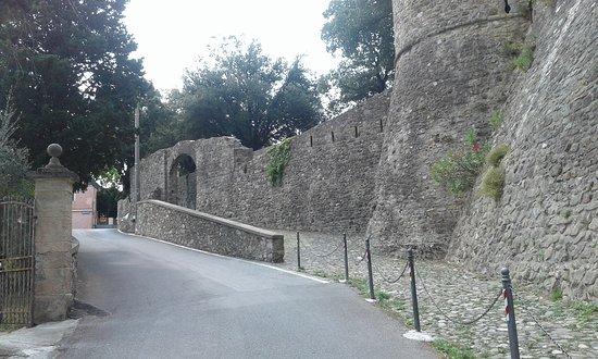Castelnuovo Magra, Italia: castello