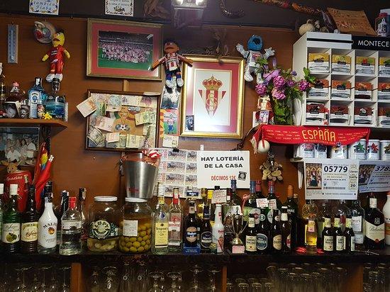 Niembro, Ισπανία: Variedad de bebidas e infusiones......