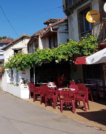 Niembro, Espanha: Bar de pueblo típico y tranquilo....