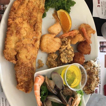 Tony's Seafood Restaurant: photo1.jpg