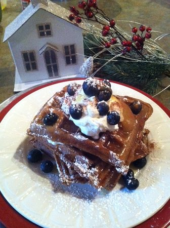Newark, Nowy Jork: Gingerbread Waffles with Lemon Syrup