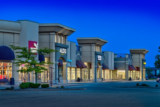 LaSalle, Canadá: Outdoor shot of Windsor Crossing Premium Outlets