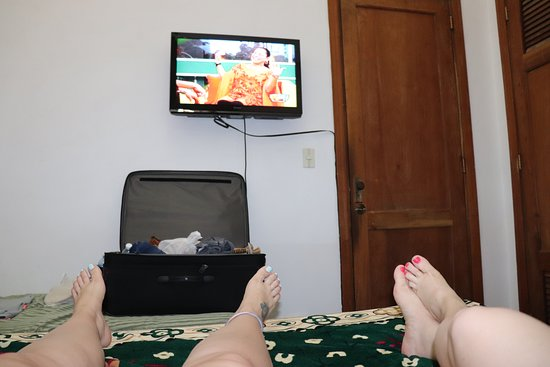 TV en el cuarto - Picture of Casa Maritza and Manolo, Havana ...
