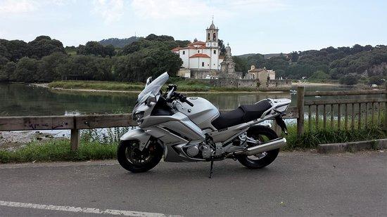 Niembro, Espanha: Con la moto
