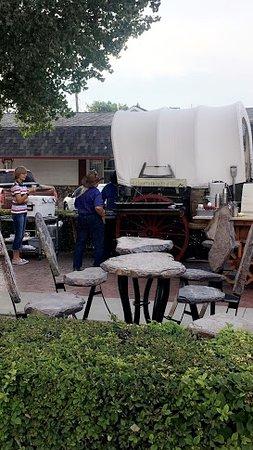 Lusk, Ουαϊόμινγκ: Covered Wagon Breakfast