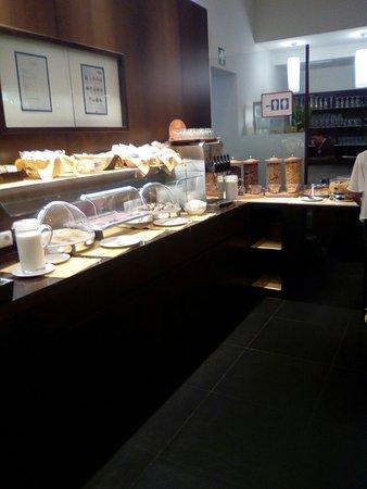 Hotel Post: Rezeption und Frühstücksbuffet