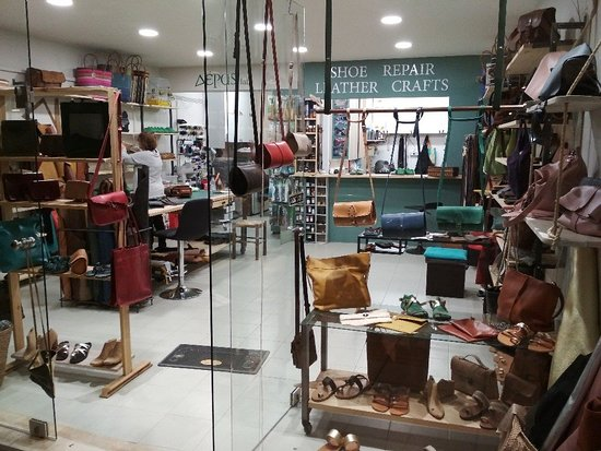 Deras leather crafts