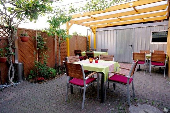 Grevesmuehlen, Germany: Biergarten im Hinterhof / beer garden - backyard