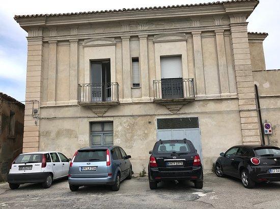 Squillace, Italy: Palazzo vicino Piazza Giudaica