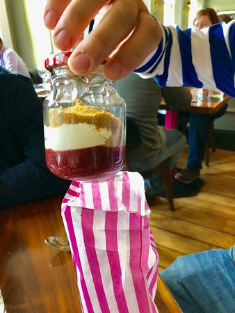 The Pig's Ear: Cheesecake served in a mason jar in a bag