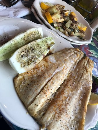 Mullens, Virgínia Ocidental: Rainbow Trout with Homegrown Cucumber and Summer Squash