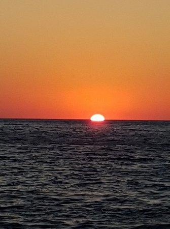 Franco Alida e la Viola: Sunset from Faraglioni Levanzo