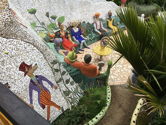 The Giant's House: Party in the garden