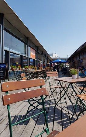 Schonefeld, Alemania: Great beer hall outside Schonefield airport