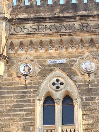 Osservatorio di Torre la Specola: PIATTI MAIOLICATI COPERNICO E NEWTON