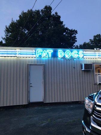 Oil City, PA: The neon at Fatdogs