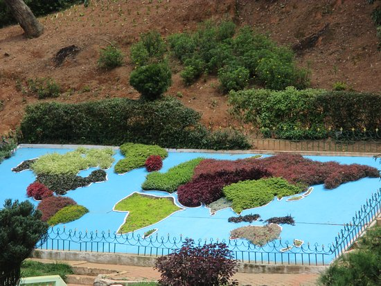 Sim`s Park : World map made of colourful shrubs