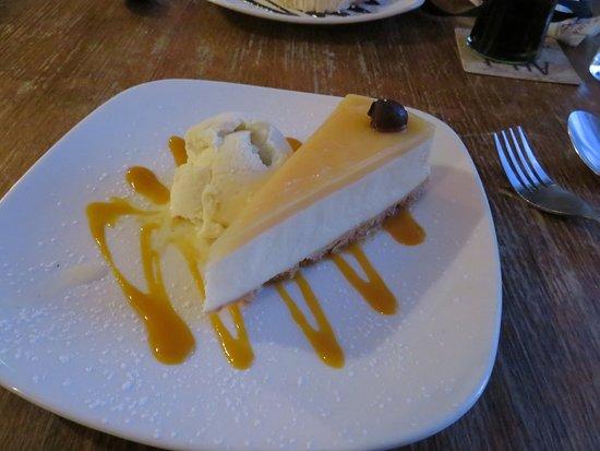 Walcott, UK: Lemon cheesecake