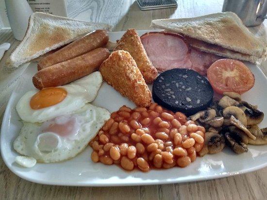 Ombersley, UK: The amazing Mega-breakfast!