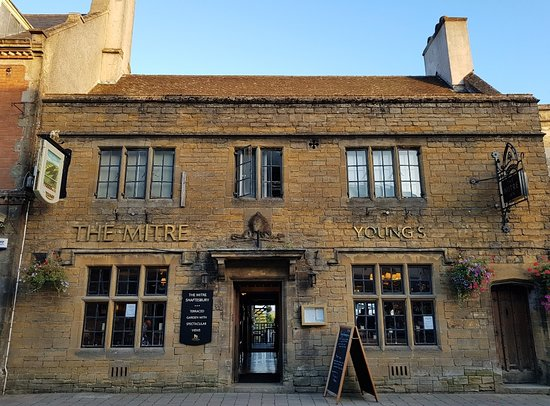The Mitre: Exterior of pub early evening