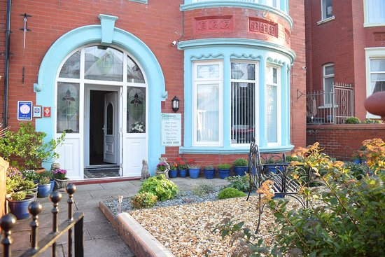 Grosvenor View - Guest House: Front garden and house