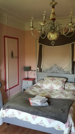Barvaux, Belgium: Pink room