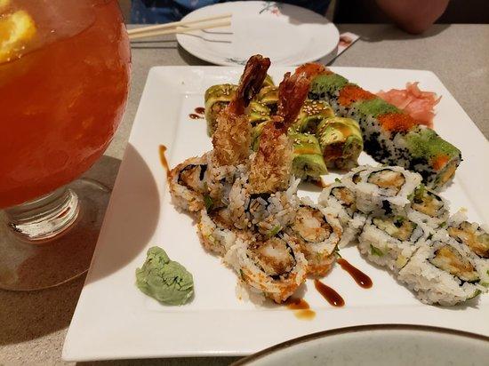 Lynnfield, MA: Amazing ramen, sushi and scorpion bowl drink!