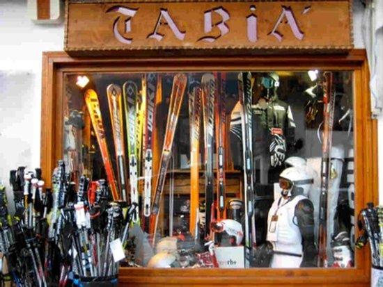 Selva di Cadore, Italy: Vetrina Tabia' Sport