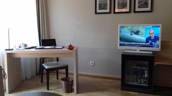 Le Bureau Jean : Le bureau dans le salon picture of chateau de pizay saint jean
