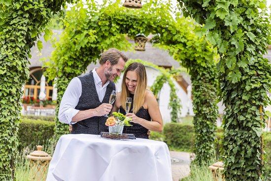 Pamhagen, Αυστρία: Feiern vor dem Restaurant Csarda