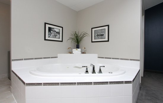 Shelbyville, MI: Lakeside Deluxe Suite