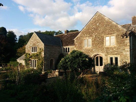 Buckland Monachorum, UK: Blick vom Garten zum Cider House