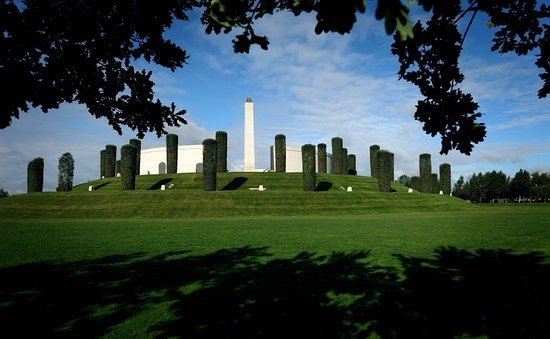 Alrewas, UK: The National Memorial Arboretum is home to 350 memorials including the Armed Forces Memorial.