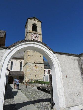Mustair, Sveits: Campanile della chiesa