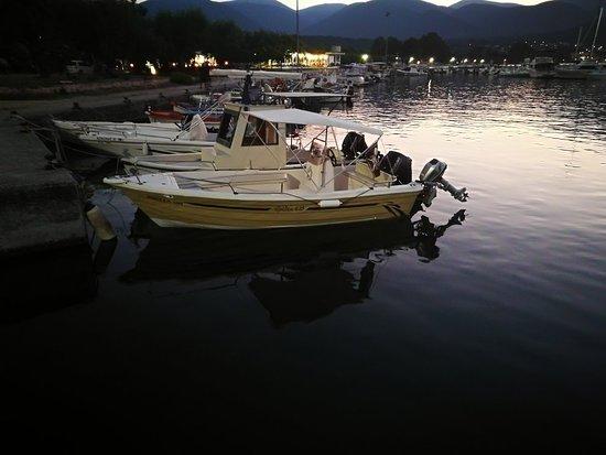 Pirates rent a boat