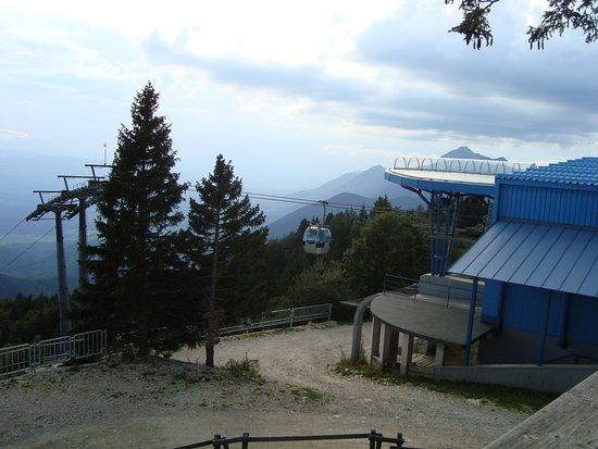 Cerklje, Slovenia: górna stacja kolejki - widok z tarasu