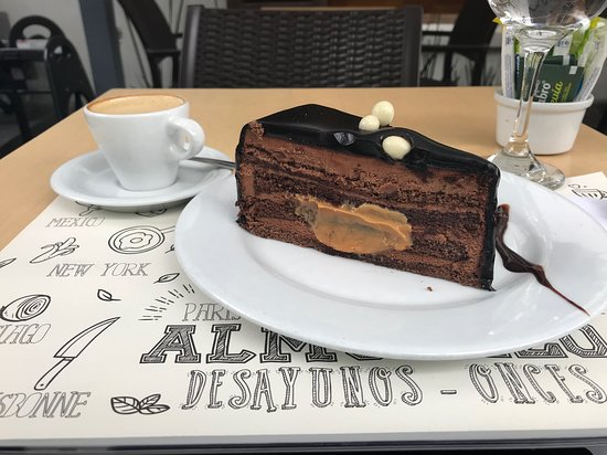 Torta de chocolate y macciato