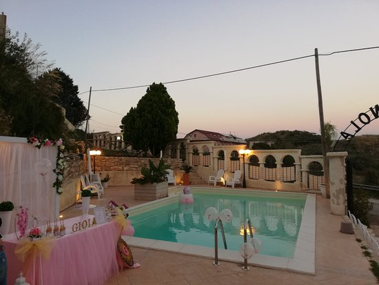 San Giovanni Gemini, Italie : Locale con parco giochi e piscina