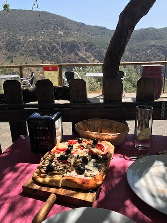 Mecina Fondales, Испания: pizza on the terrace