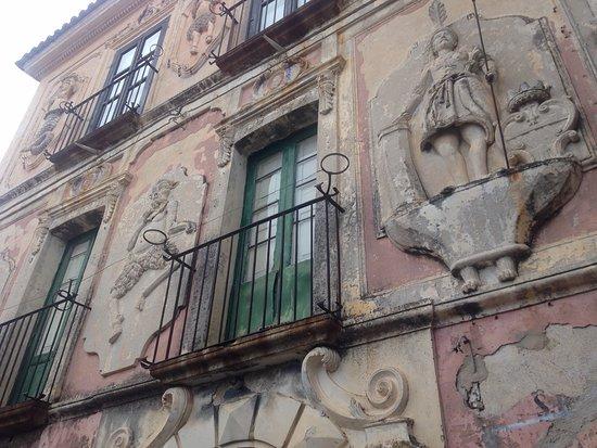 Caulonia, Italia: Palazzo Asciutti Hyeraci, dettagli decorazioni