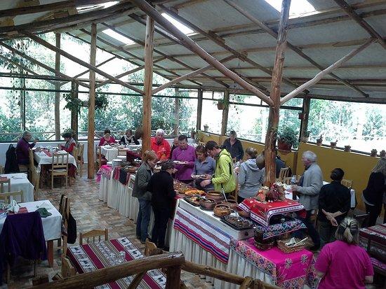Sicuani, Perù: Buffet selecto con comida natural variada y deliciosa.