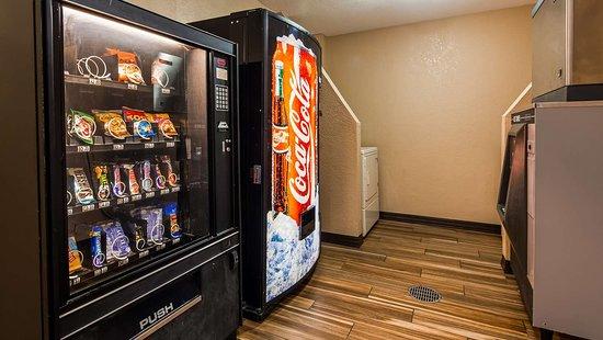 Nashville, IL: Vending machines