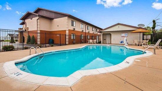 Nashville, IL: Outdoor Pool