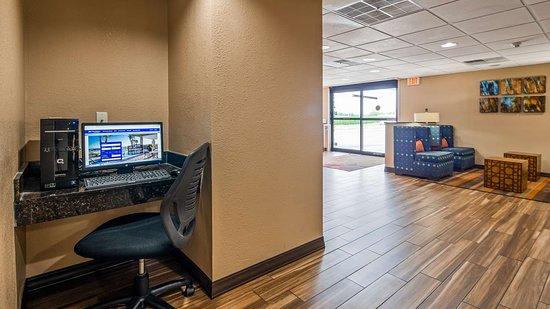 Nashville, IL: Business Center