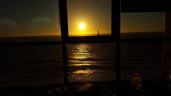 Fathoms Restaurant & Bar: Great Sunsets!