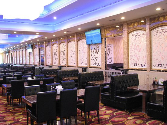 Temple City, Калифорния: Behind the window 'curtains' are more seating areas